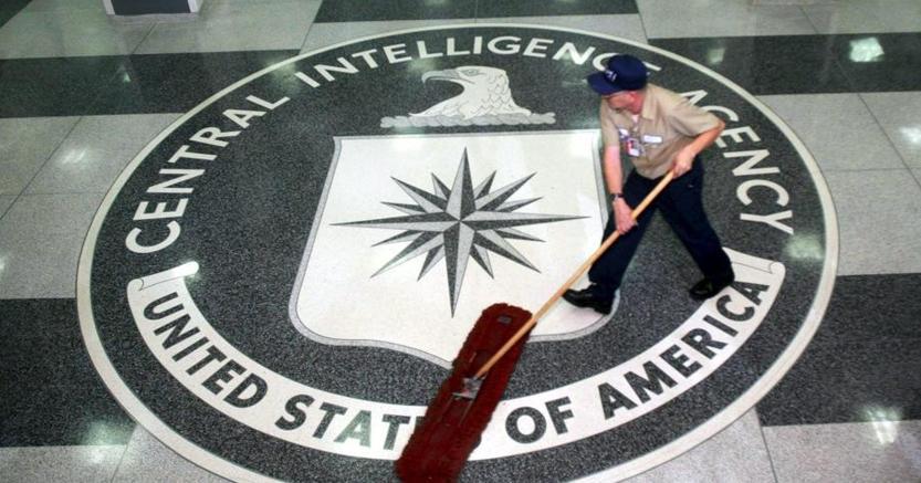 Wikileaks: la Cia può spiare smartphone, pc e anche le tv